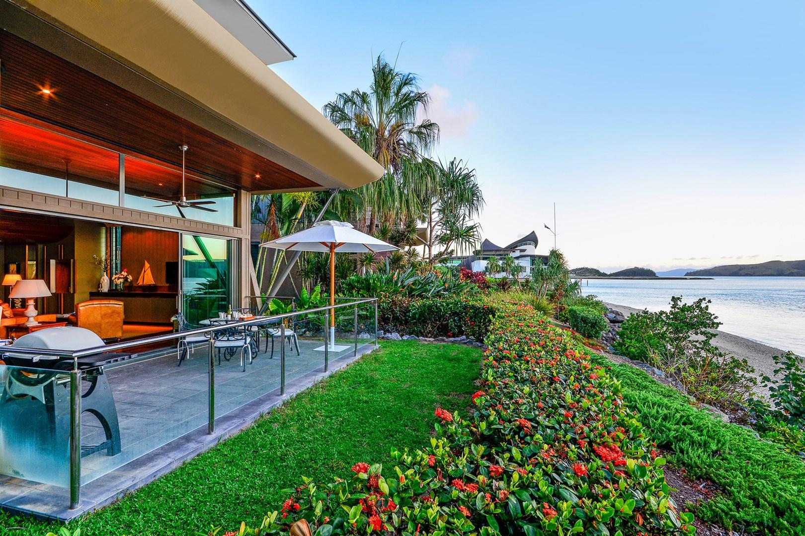yacht club villa 11 4 front street hamilton island qld. Black Bedroom Furniture Sets. Home Design Ideas
