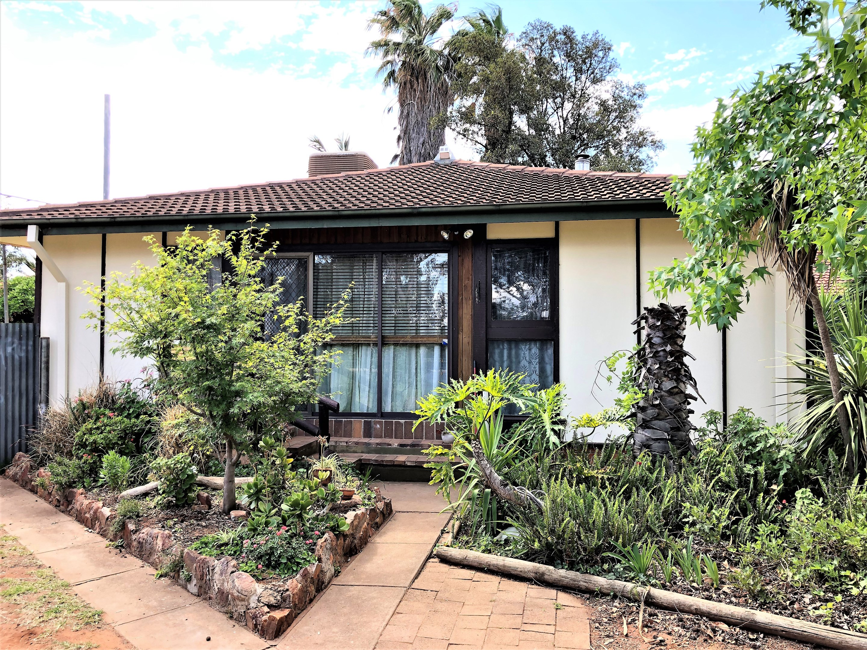 Property Report for 4 Ledgerwood Street, Griffith NSW 2680