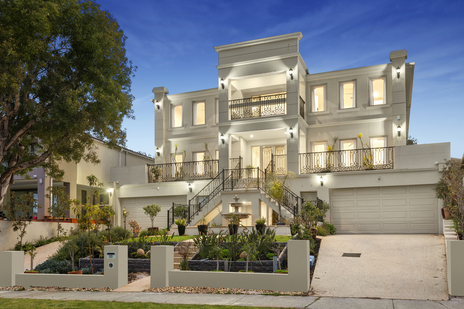 11 Palmerston Crescent, Wheelers Hill VIC 3150