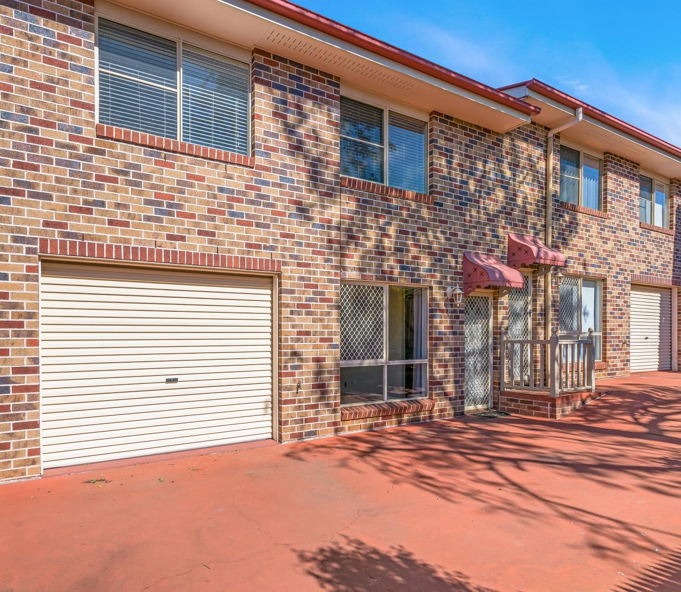 H Street Apartments: 4/33 Helen Street, Newtown QLD 4350