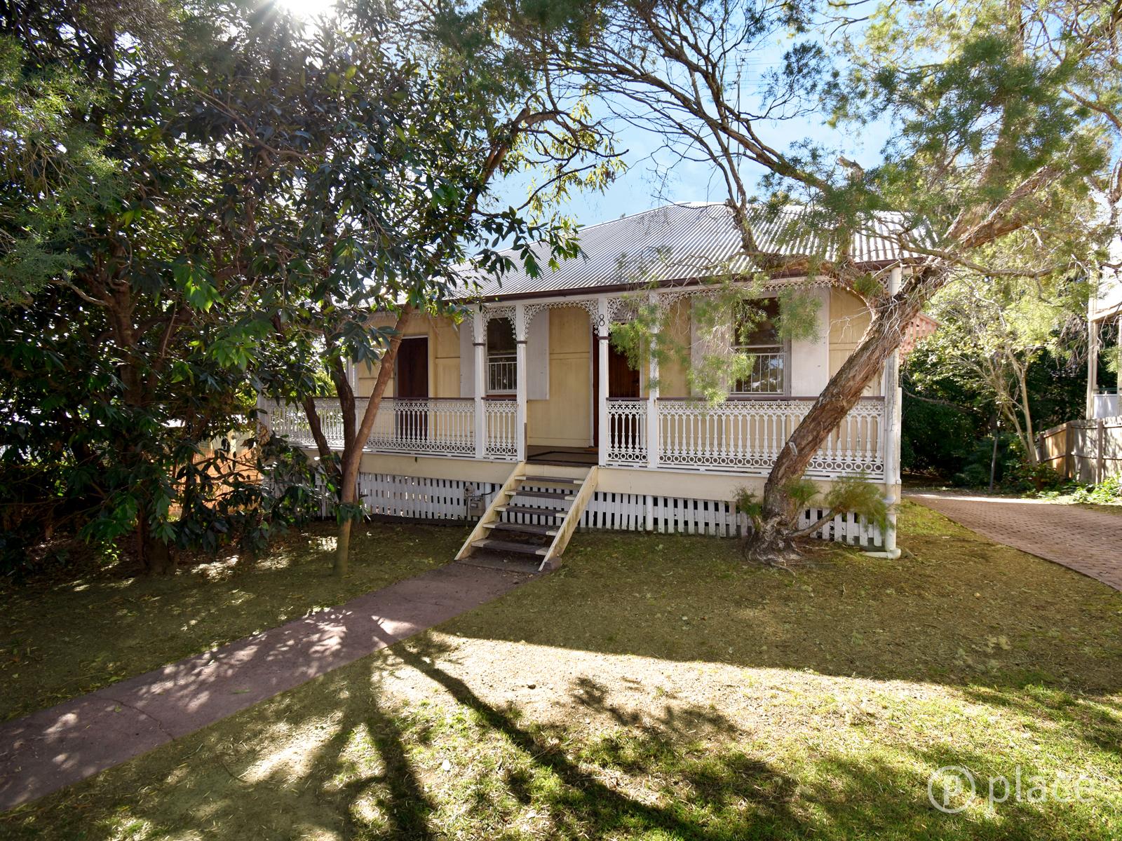 8 Bramston Terrace, Herston QLD 4006
