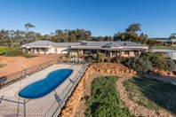 Picture of 100 Strawberry Hill Dr, Gidgegannup