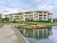 Picture of 14/1 Lakefront Crescent, Varsity Lakes