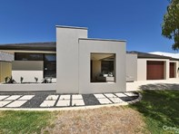 Picture of 6 Shiralee Bend, Carramar