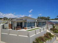 Picture of 1 St Georges Close, Bluff Point