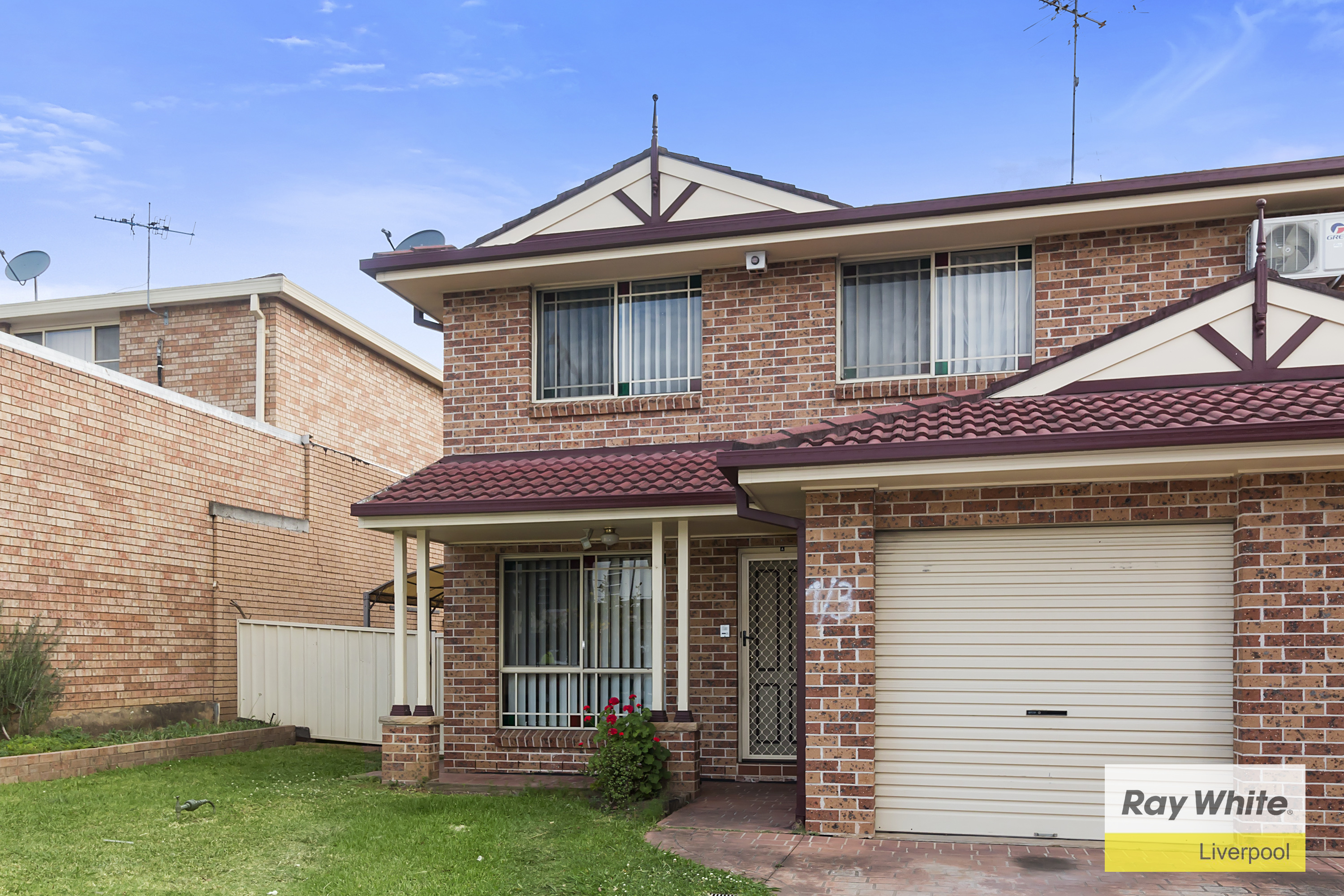 Liverpool nsw 2170 duplex for sale 2013157024 for Kitchens liverpool nsw