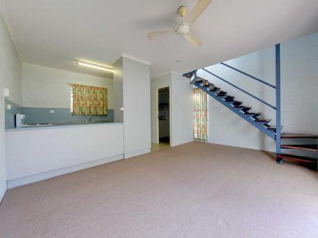1/76 Paxton Street, North Ward QLD 4810, Image 2