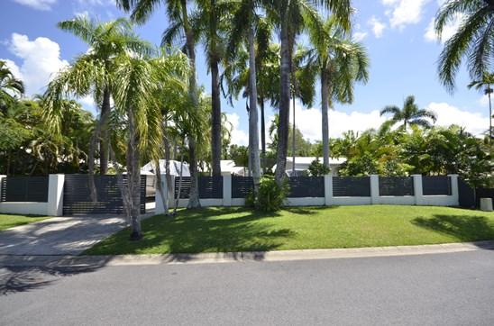 24 Endeavour Street, Port Douglas
