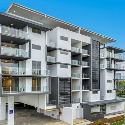 New 2 B/R top floor $430 p/w