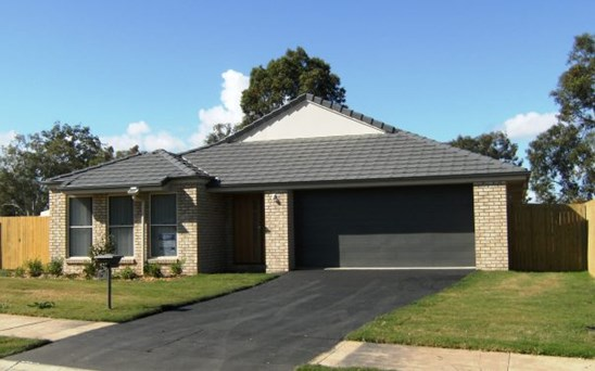 Offers over $305,000
