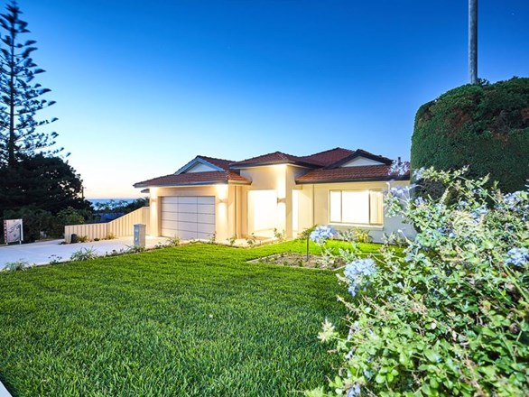 Picture of 32 Beach Road, Coogee