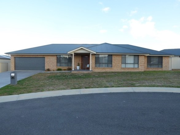 Picture of 3 Lucas Close, Goulburn