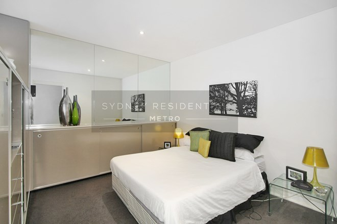 Picture of Level 2/241 Crown Street, Sydney