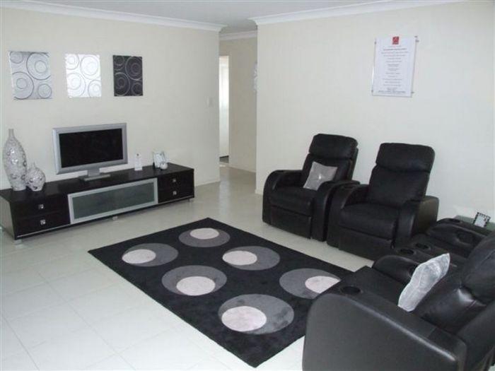 8 Macbride Court, Collingwood Park QLD 4301, Image 1