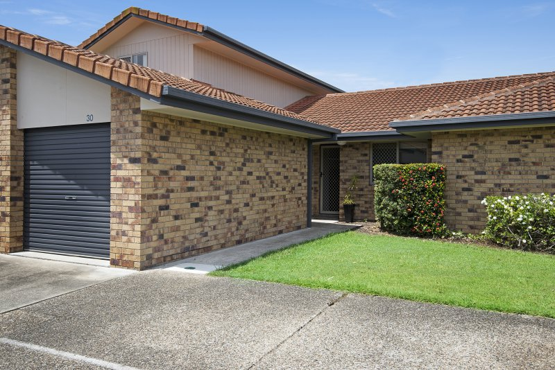 Sold 30 11 Waterford Ct Bundall Qld 4217 On 10 Nov 2015 For 355 000