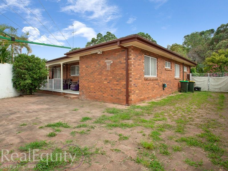 Sold 64 derby crescent chipping norton nsw 2170 on 13 feb for Perfect kitchens chipping norton