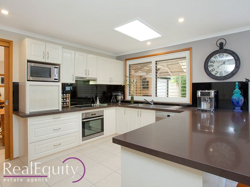 Sold 11 sammut crescent chipping norton nsw 2170 on 17 for Perfect kitchens chipping norton