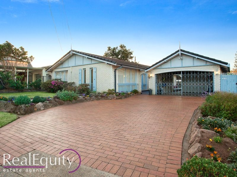 Sold 44 longstaff avenue chipping norton nsw 2170 on 04 for Perfect kitchens chipping norton