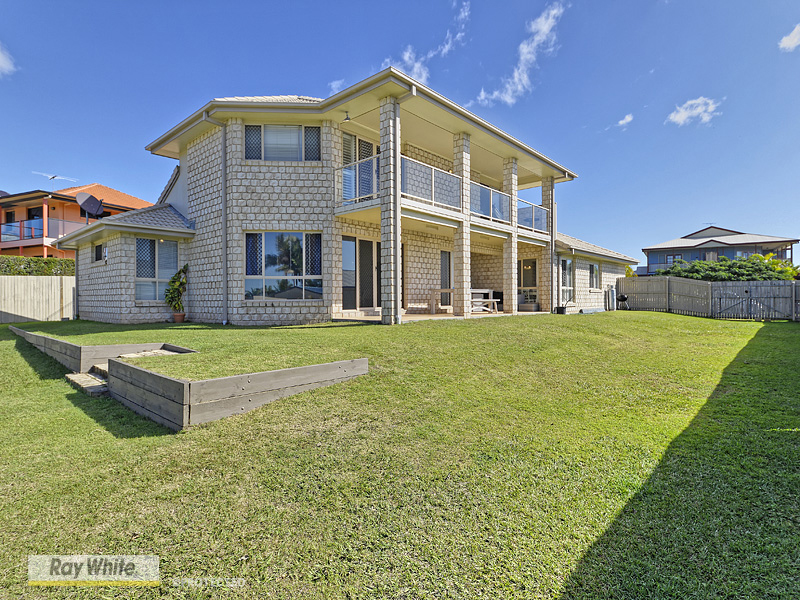 Sold 24 townsville crescent deception bay qld 4508 on 14 for Beach house designs townsville