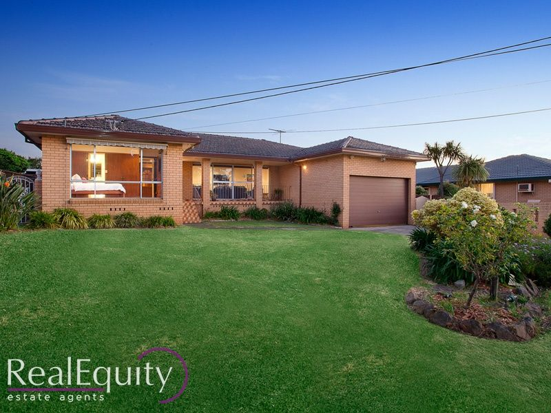 16 magree crescent chipping norton nsw 2170 house for for Kitchens chipping norton