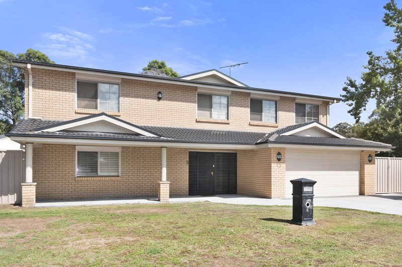 Sold 13 swindon place chipping norton nsw 2170 on 16 nov for Kitchens chipping norton