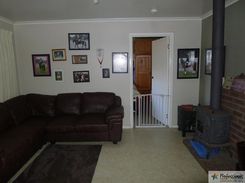 21 Moira Road, Collie WA 6225, Image 2