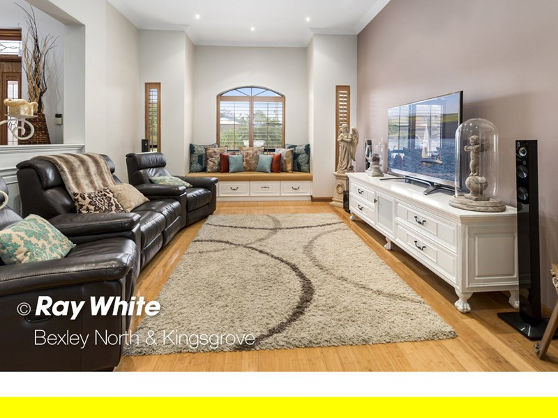 14 nuwarra road chipping norton nsw 2170 house for sale for Kitchens chipping norton