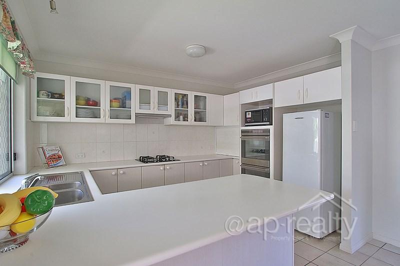 24 Rimu Crescent, Forest Lake QLD 4078, Image 2