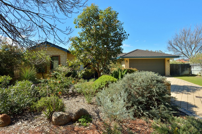 37 Suncrest Meander Meadow Springs Wa 6210 House Sold