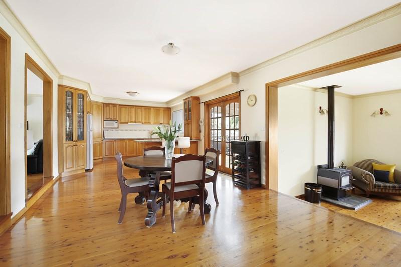 17 Murrogun Crescent, Cordeaux Heights NSW 2526