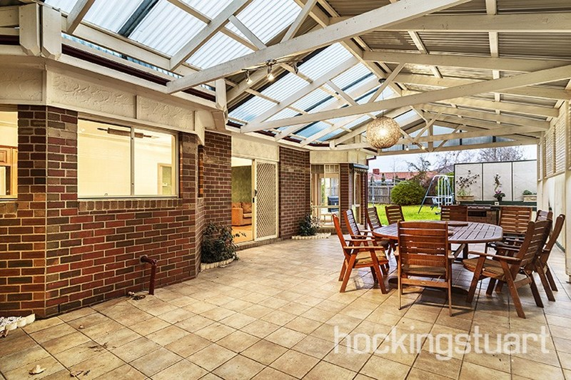 Sold 18 carshalton court hoppers crossing vic 3029 on 13 for Furniture 8 hoppers crossing