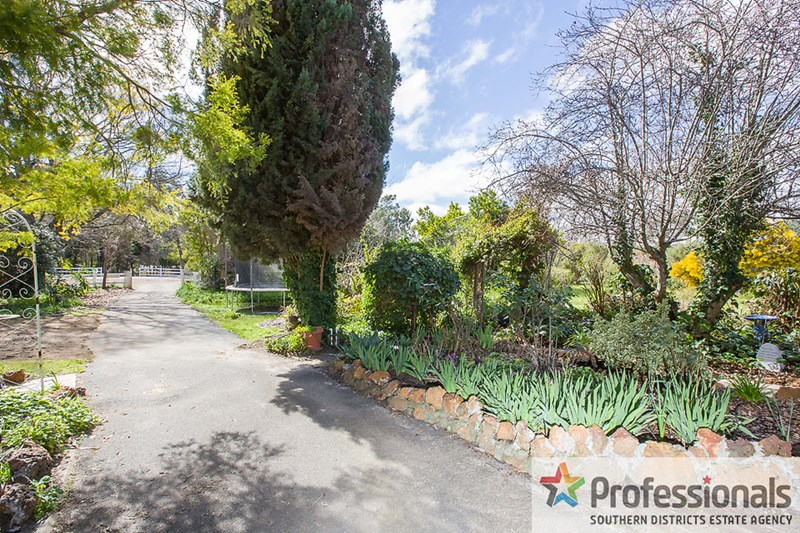70 Preston Road, Collie WA 6225, Image 2